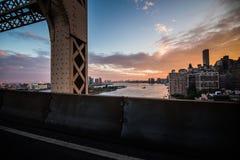 De Rivier van het Oosten van New York en de mening van Manhattan Skyscrappers van Que Royalty-vrije Stock Foto's