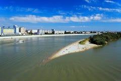 De rivier van Irtysh in Omsk, Rusland stock foto's