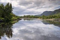 De rivier van Kinlochewe, Schotse Hig royalty-vrije stock fotografie