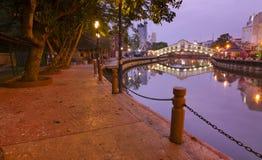De rivier van Malacca bij dageraad Stock Foto