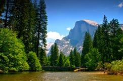 De Rivier van Merced, Nationaal Park Yosemite Royalty-vrije Stock Afbeeldingen