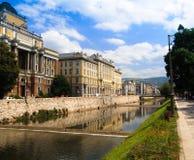 De Rivier van Miljacka in Bosnia Royalty-vrije Stock Foto's