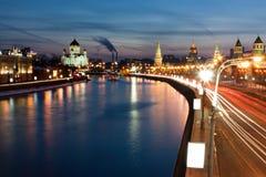 De rivier van Moskou bij nacht Stock Fotografie