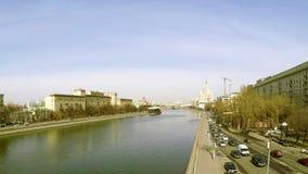 De Rivier van Moskou binnen van de binnenstad stock videobeelden