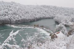 De rivier van Mreznica in de Winter stock fotografie