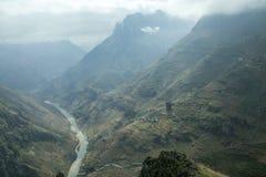 De rivier van Nhoque, bij Ha Giang, berggebied in Noord-Vietnam royalty-vrije stock foto's