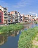 De rivier van Onyar, Girona Stock Afbeeldingen