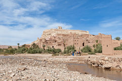 De rivier van Ounila dichtbij AIT Ben Haddou, Marokko Stock Foto's