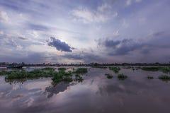 De Rivier van Phraya van Chao bij zonsondergang Royalty-vrije Stock Afbeeldingen