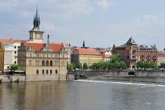 De Rivier van Praag en Vltava-, Tsjechische Republiek Stock Afbeeldingen