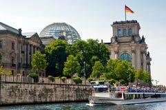 De Rivier van Reichstag en van de Fuif Stock Afbeelding