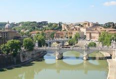 De Rivier van Tiber in Rome. Stock Foto's