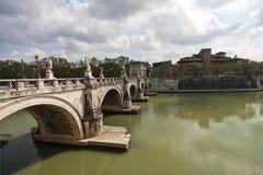 De rivier van Tiber in Rome Stock Afbeeldingen