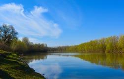 De rivier van Tisza binnen dicht bij mijn huis stock fotografie