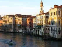 De rivier van Venetië in zonsondergang stock foto