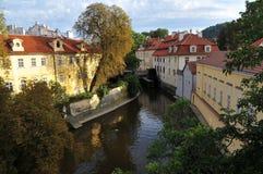De rivier van Vltava in Praag Stock Afbeeldingen