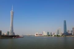 De rivier van Zhujiang in stad Guanghzou stock afbeeldingen