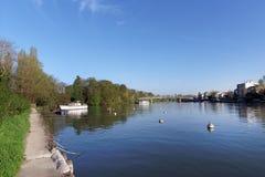 De rivierbank van Marne in ÃŽle DE Frankrijk Royalty-vrije Stock Afbeeldingen