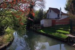 De rivierbank van Marne in land ÃŽle-DE-Frankrijk Stock Foto's