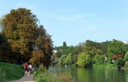 De rivierbanken van Marne in de voorstad van Parijs royalty-vrije stock afbeeldingen