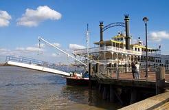 De rivierboot van New Orleans bij dok Stock Foto