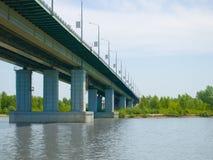 De rivierbrug van Ob stock afbeeldingen