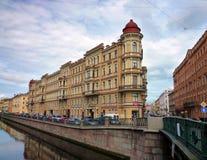 De rivierdijk in St. Petersburg Royalty-vrije Stock Fotografie