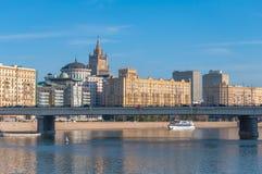 De rivierdijk van Moskou Stock Fotografie