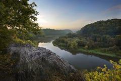 De rivierheuvel Stock Afbeelding