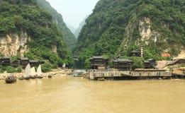 De rivierkant van het dorp royalty-vrije stock foto's