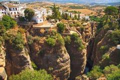 De Rivierkloof van Taag in Ronda wit dorp Andalusia, Spanje Stock Fotografie