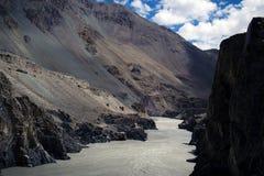 De rivierlandschap van Himalayan royalty-vrije stock fotografie