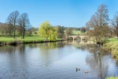 De rivieroever van het Huis van Chatsworth Stock Afbeelding