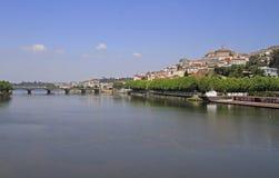 De rivieroever van rivier Mondego in Coimbra Royalty-vrije Stock Foto's