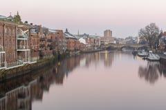 De rivieroevercityscape van York stock afbeeldingen