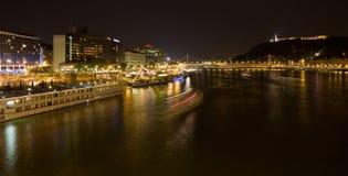 De rivierpanorama van de nacht van Boedapest Stock Foto's
