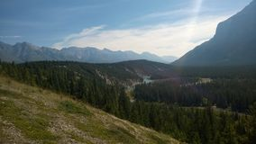 De riviertunnel van de boogvallei banff stock foto's