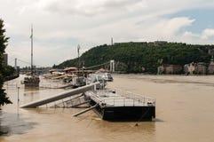 De Riviervloed 2013, Boedapest, Hongarije van Donau Stock Foto's