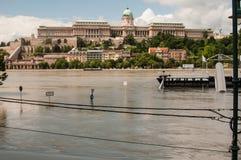 De Riviervloed 2013, Boedapest, Hongarije van Donau Stock Afbeelding