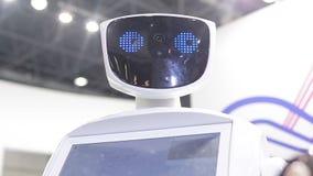 De robot spreekt aan mensen