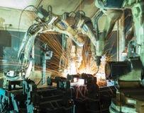 De robots van het teamlassen vertegenwoordigen de beweging Stock Foto
