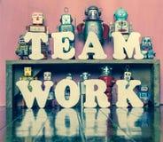 De robots van het teamwerk Stock Foto's