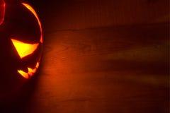 De rode achtergrond van griezelig Halloween met hefboomo lantaarn Royalty-vrije Stock Afbeelding