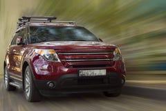 De rode auto van Ford stock afbeeldingen