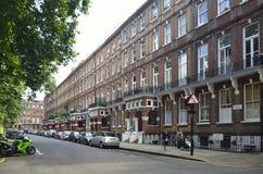 De rode bakstenen huisvest dichtbij Paleis van Westminster in Londen, Engelse architectuur Royalty-vrije Stock Afbeeldingen