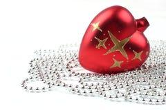 De rode bal van Kerstmis stock afbeelding