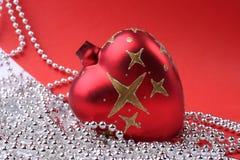De rode bal van Kerstmis stock fotografie