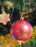 De rode bal van Kerstmis Stock Foto's