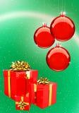 De rode Ballen van Kerstmis met geplaatste giftdozen Royalty-vrije Stock Fotografie