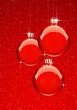 De rode Ballen van Kerstmis met snowflekes Stock Afbeelding